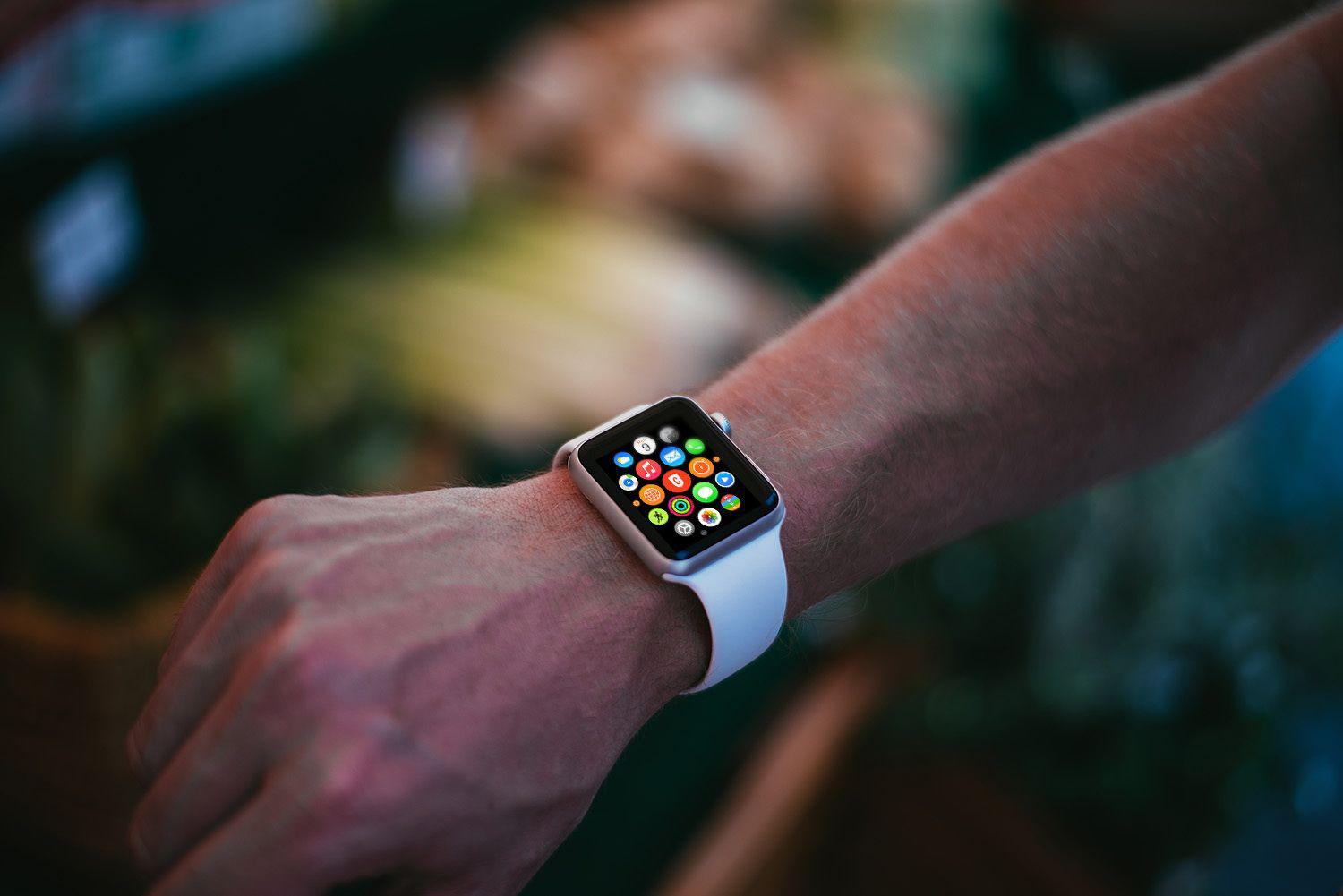 photorealistic-apple-watch-mockups