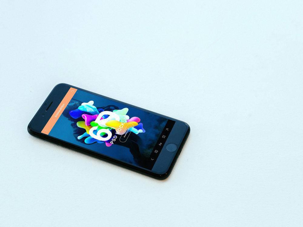 Free-iPhone-7-Realistic-PSD-Mockups
