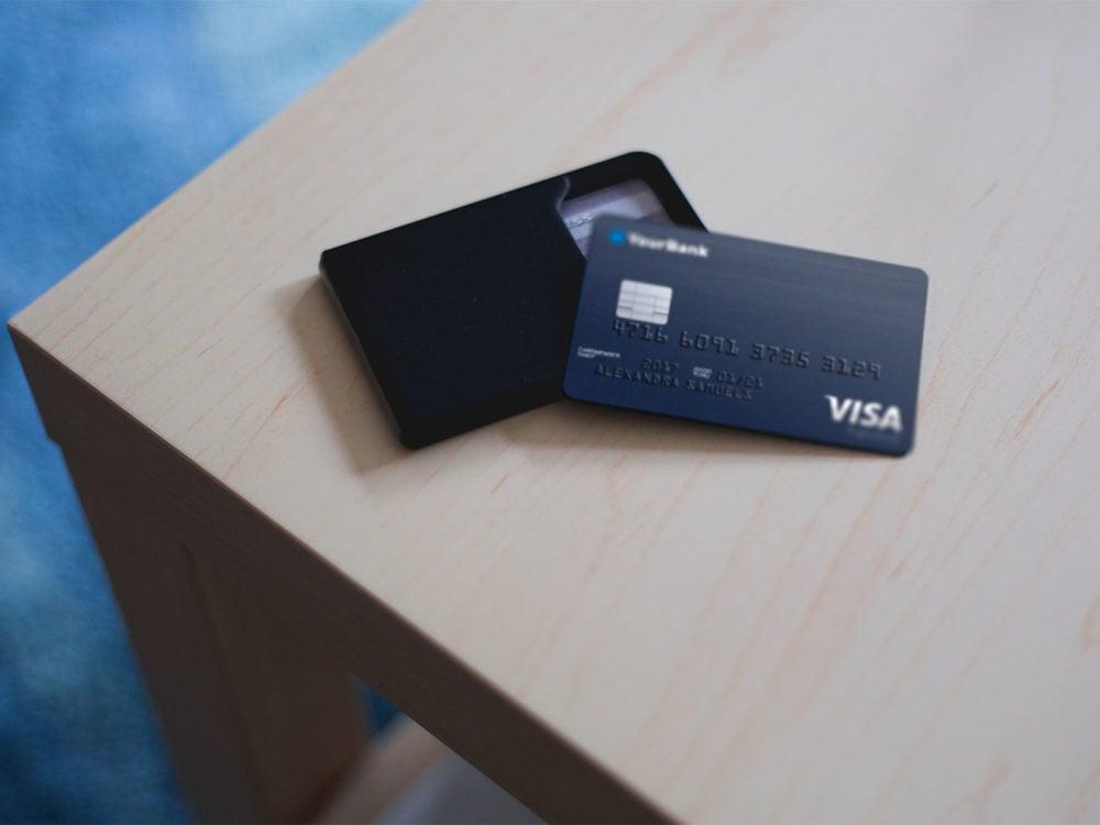 Credit-Card-Free-PSD-Mockup