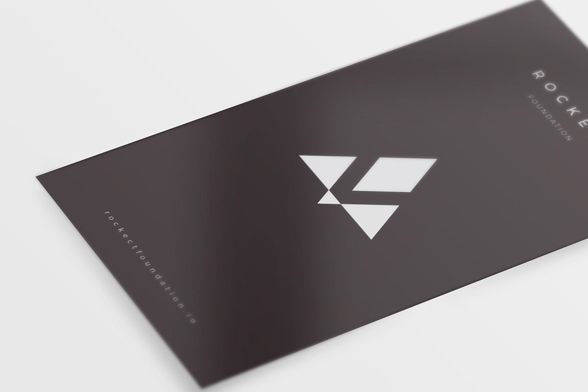 8-Free-and-Clean-Business-Card-Mockups-07