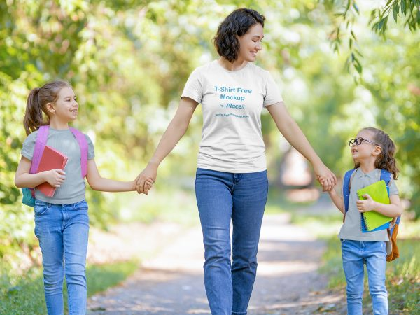 T-Shirt Placeit Mockup of a Happy Mom With Her Girls